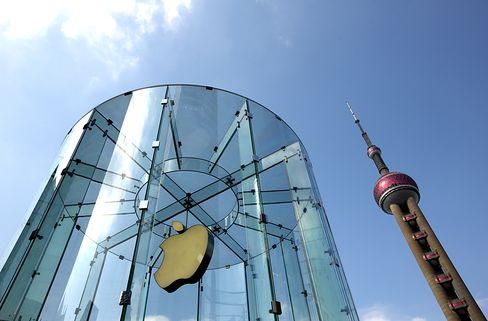 Apple's Margin Squeeze Has No Easy Fix Amid 33% Share Drop