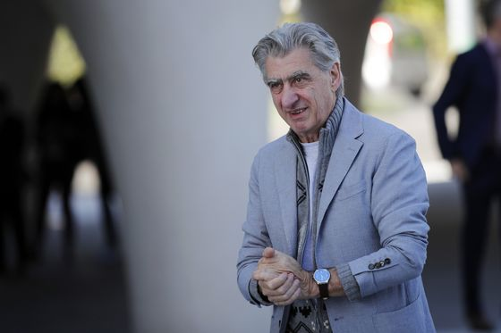 Swatch Cuts 2,400 Jobs as Watchmaker Trims Store Network