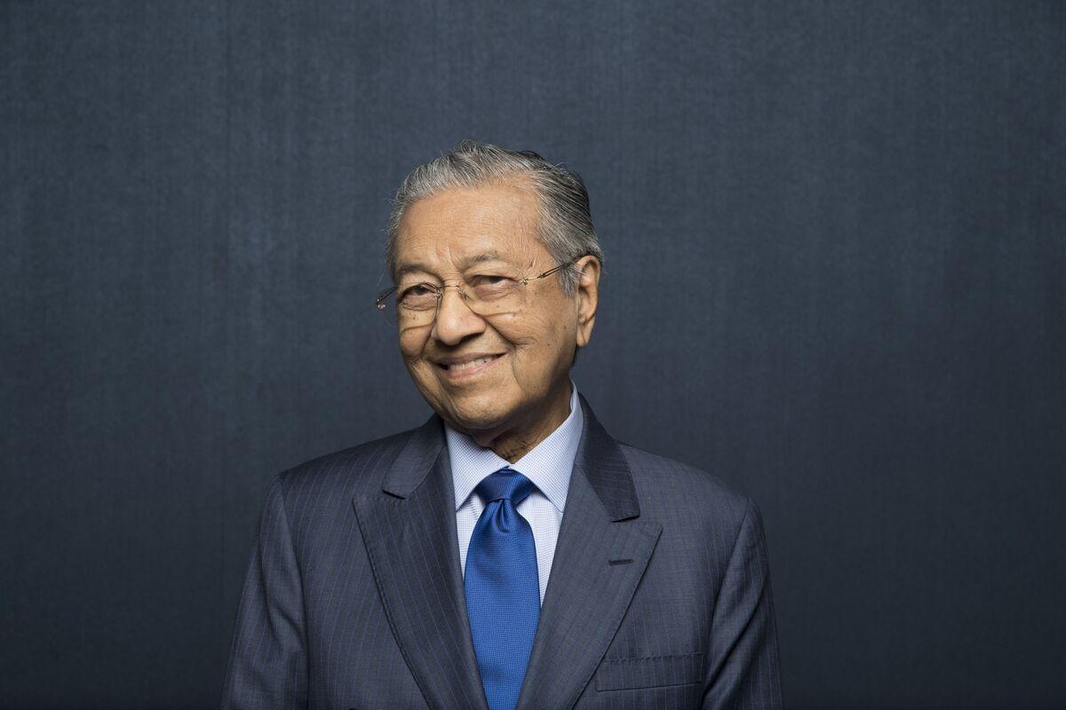 Mahathir Shows No Sign of Handover of Power, Choice of Successor