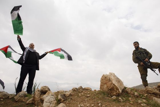 Netanyahu Goes Where No Israeli Leader Has Gone for Votes