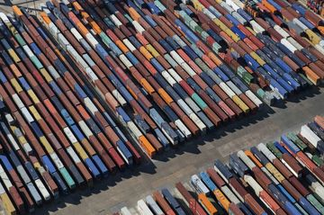 Drewry Sees DP World's Traffic Jarred by Politics, Rival