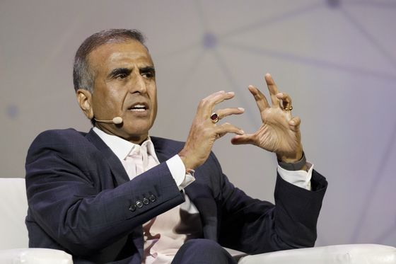 Billionaire Mittal Says Indian Telecom Recovery Possible by 2020
