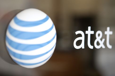 AT&T Sees Third-Quarter Smartphone Sales Steady on Upgrade Plans