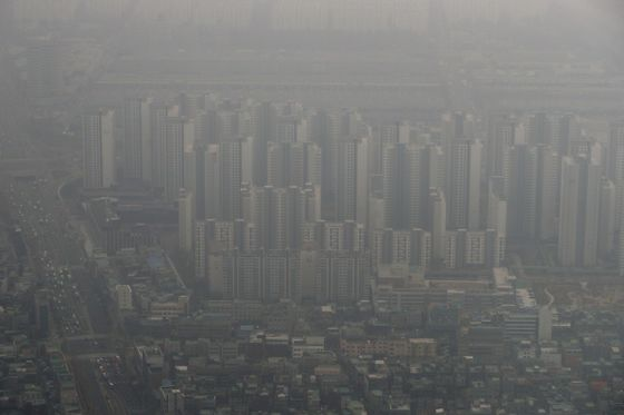 Seoul Pollution Cloud Dents Support for South Korea's Leader