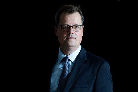 Deutsche Bank Watchdogs Push Back Against National Champion Goal
