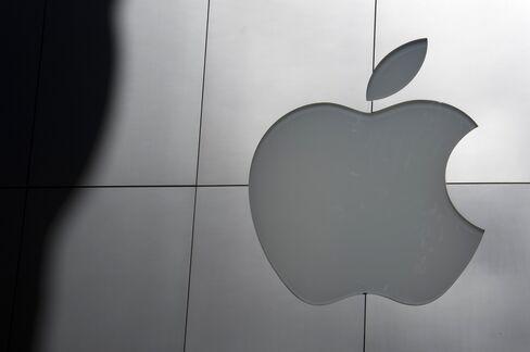 Apple Drives Record $1.24 Trillion of Company Cash