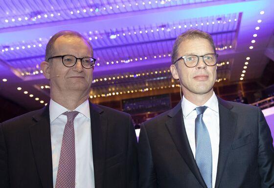 Deutsche Bank IsSeeking Merkel's Nod for Commerzbank Deal
