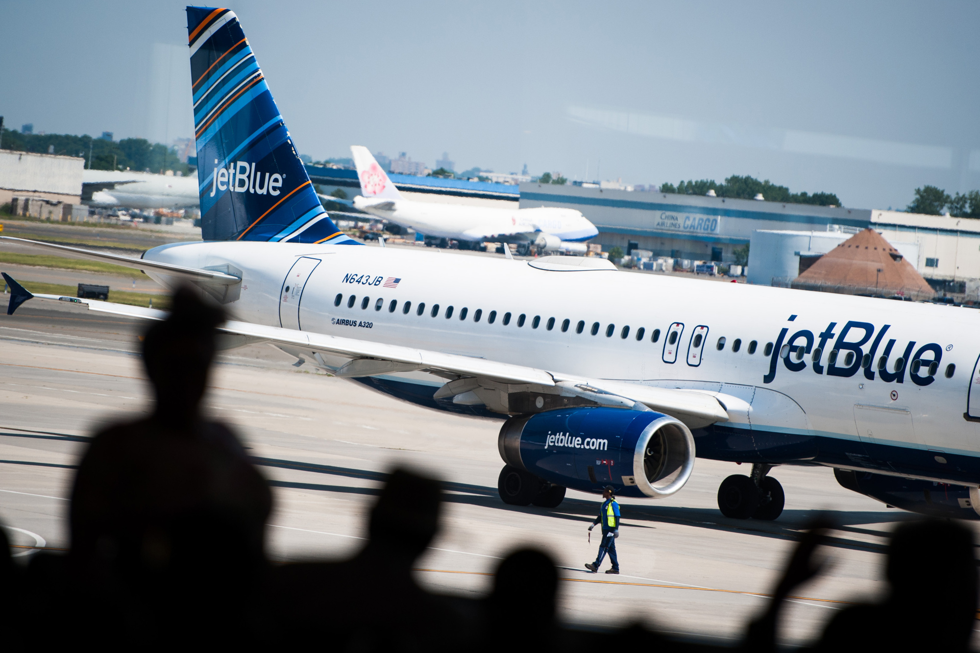 JetBlue Pilots Approve First Labor Deal in Airline's History