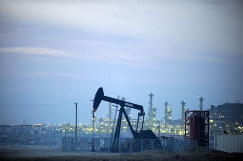 Bahrain $1.5 Billion Bond Joins Pemex as Emerging Costs Fall