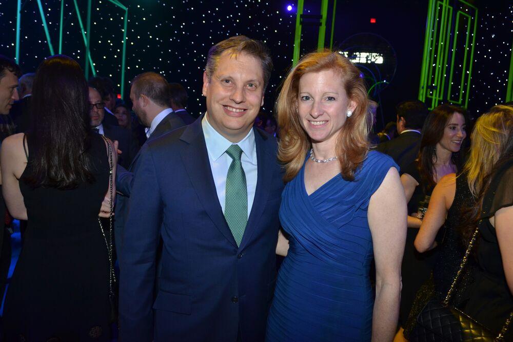 Robin Hood Gala Raises $61 Million, Helped by Bezos Family - Bloomberg