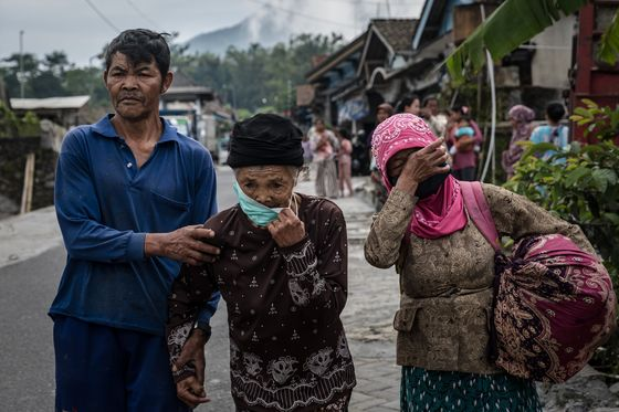 Hundreds Evacuated as Indonesia's Merapi Threatens to Erupt