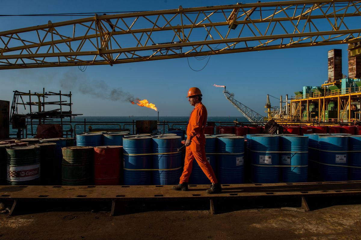 Struggling Iran Wants Its People to Invest Their Money in Oil