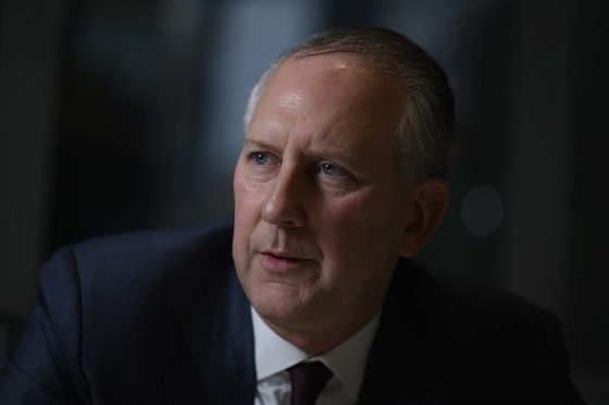 AIG NamesNext CEO as It Splits Off Life Insurance Unit