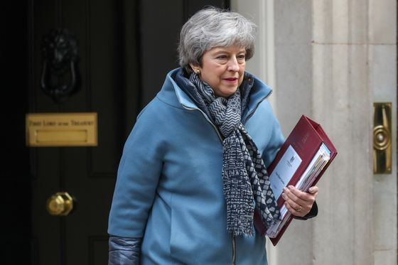 Pound Investors Eye Brexit Relief as May Pursues Deal or Delay
