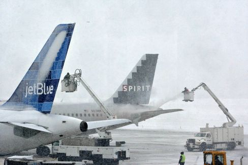 Canceled Flights in U.S. at 10-Year High on Weather