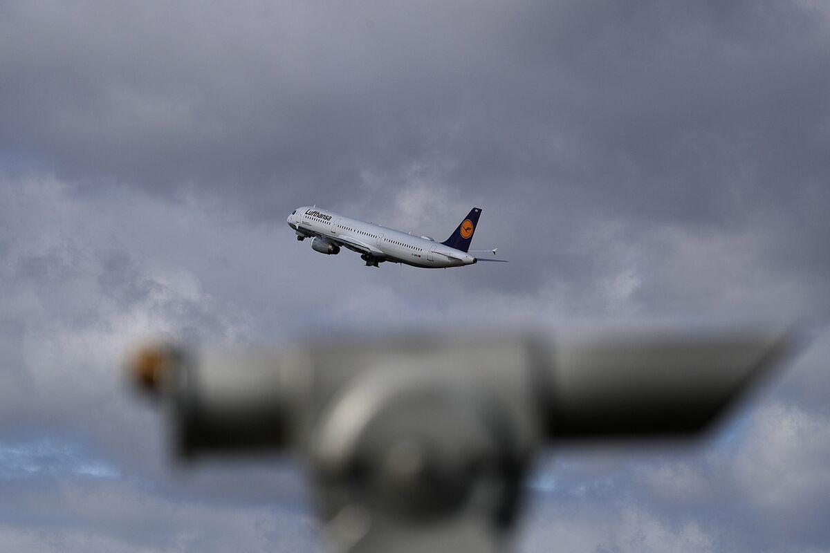 Lufthansa Plans to Slash Flights on Virus's Hit to Travel