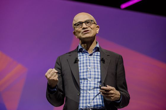 Microsoft Pushes Cloud Services to Retailers Anxious to Avoid Amazon