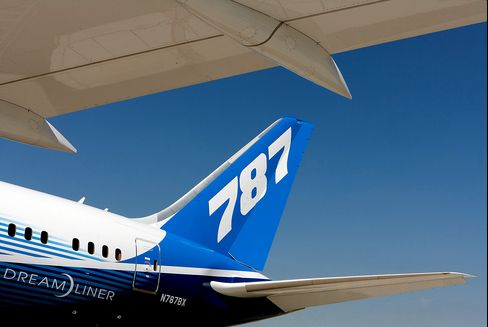 Dreamliner's Lure Keeps Airline CEOs Wedded to Troubled Jet