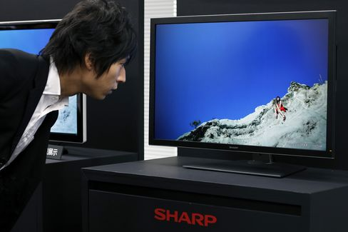 Sharp to Raise 137 Billion Yen Selling Shares at Discount Price
