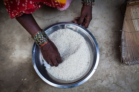 India Clears Bill to Guarantee Food to Poor Before 2014 Election