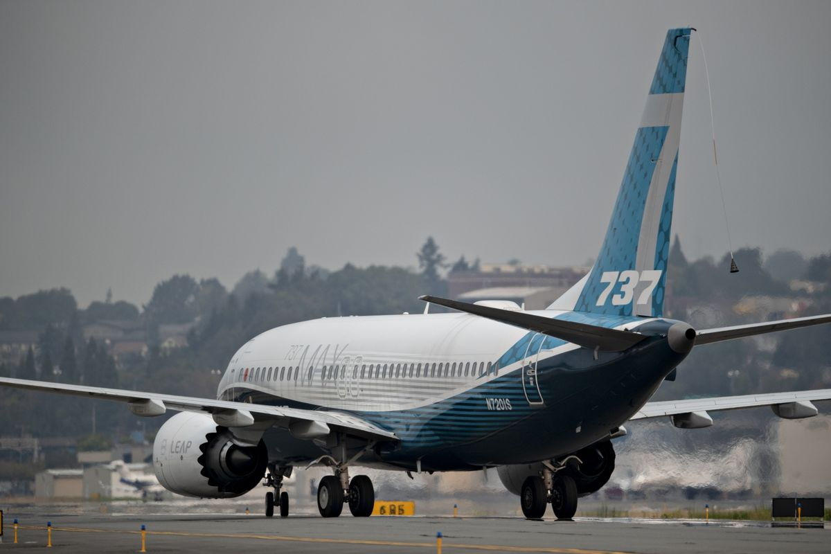 United in Talks to Buy 100 Boeing Max Jets as U.S. Travel Surges thumbnail