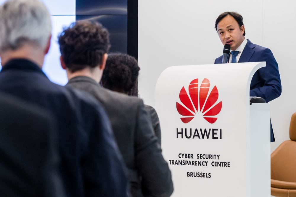 Huawei Considers Rivals to Google's Android After U S  Ban - Bloomberg