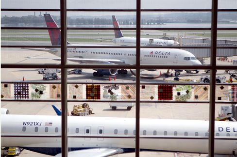 Delta Applications at 2-a-Minute as 22,000 Vie for 300 Jobs