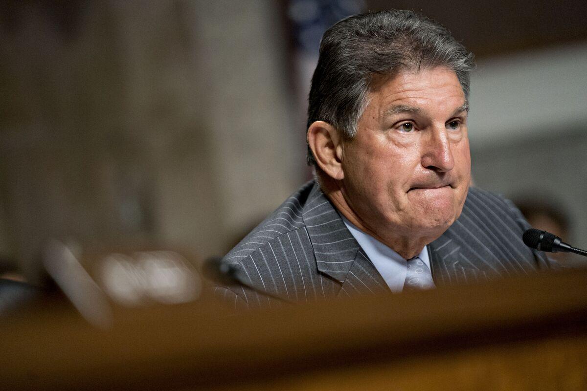 Democrat Manchin to Skip Governor's Race, Stay in Senate