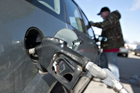Gasoline at U.S. Pumps Drops to Lowest in a Year on Supply Gain