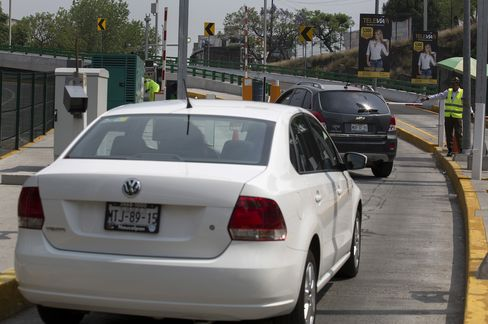 Tollway Scandal Couldn't Come at Worse Time for Mexican Builders