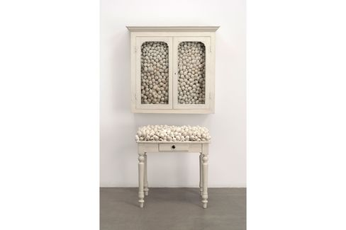 Marcel Broodthaers,Armoire blanche et table blanche (White cabinet and white table). 1965.