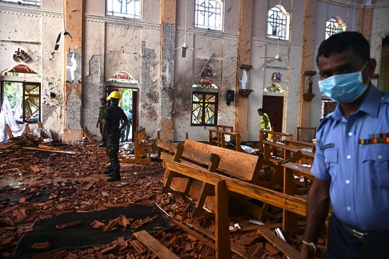 Tourists Flee Sri Lanka as Foreigners Targeted in Blasts