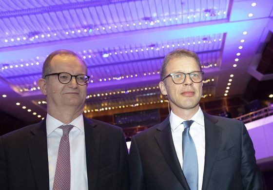 Deutsche Bank's Merger Plan Is Being Threatened by Mounting Opposition