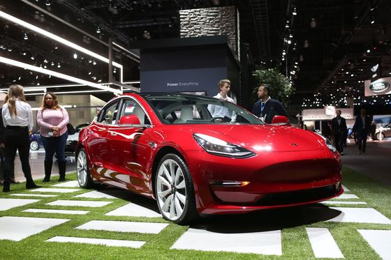 Tesla's `Out of Left Field' Price Cut Disappoints Street