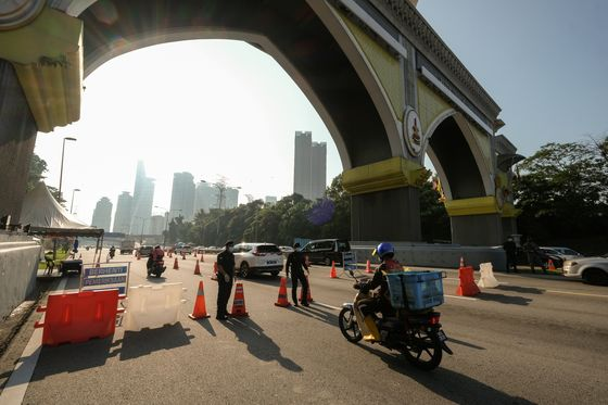 Malaysia Unveils $9.7 Billion Aid Package as New Lockdown Begins