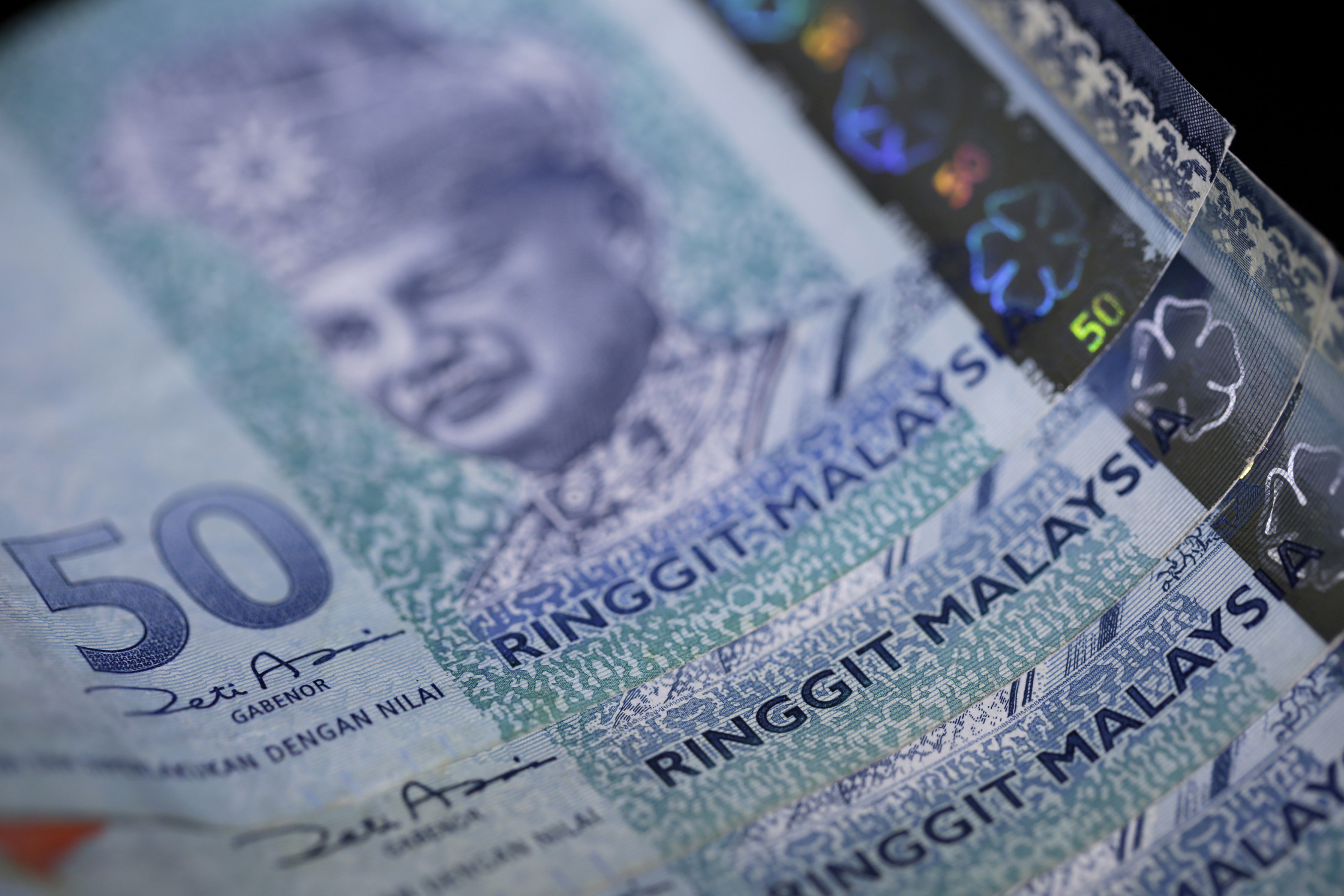 The Ringgit Is At Risk From Falling Oil And Slowing Growth Bloomberg