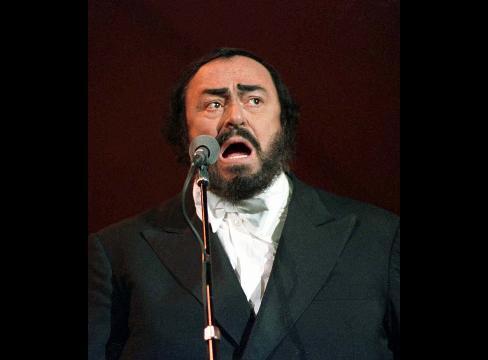 伊テノール歌手のパバロッティさん、すい臓がんで死去-71歳 - Bloomberg
