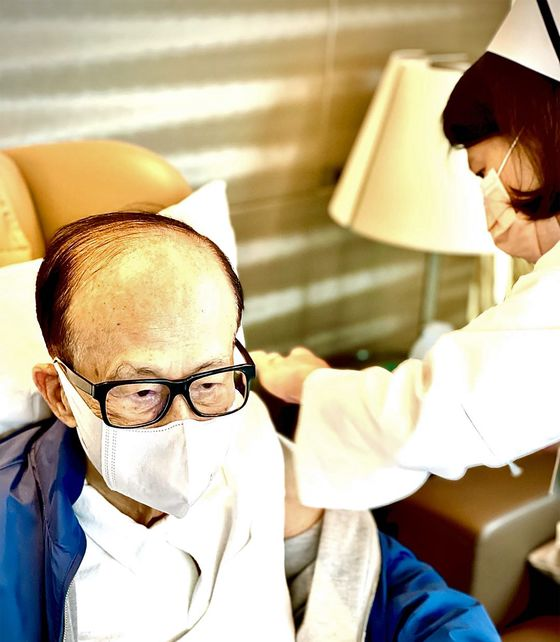 Billionaire Li Ka Shing Receives First Dose of BioNTech Vaccine