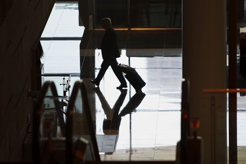 Business Hires Calm Concern on U.S. Fiscal Cliff as Growth Holds