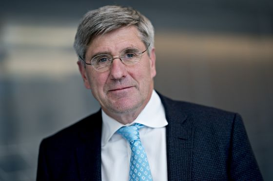 Spotlight Turns to Stephen Moore After Cain Drops Bid for Fed Board Seat