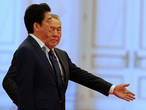 Shinzo Abe and Kazakh President Nursultan Nazarbayev