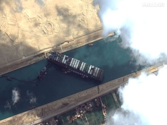 Dislodging the Suez Canal Ship Said to Need at Least a Week