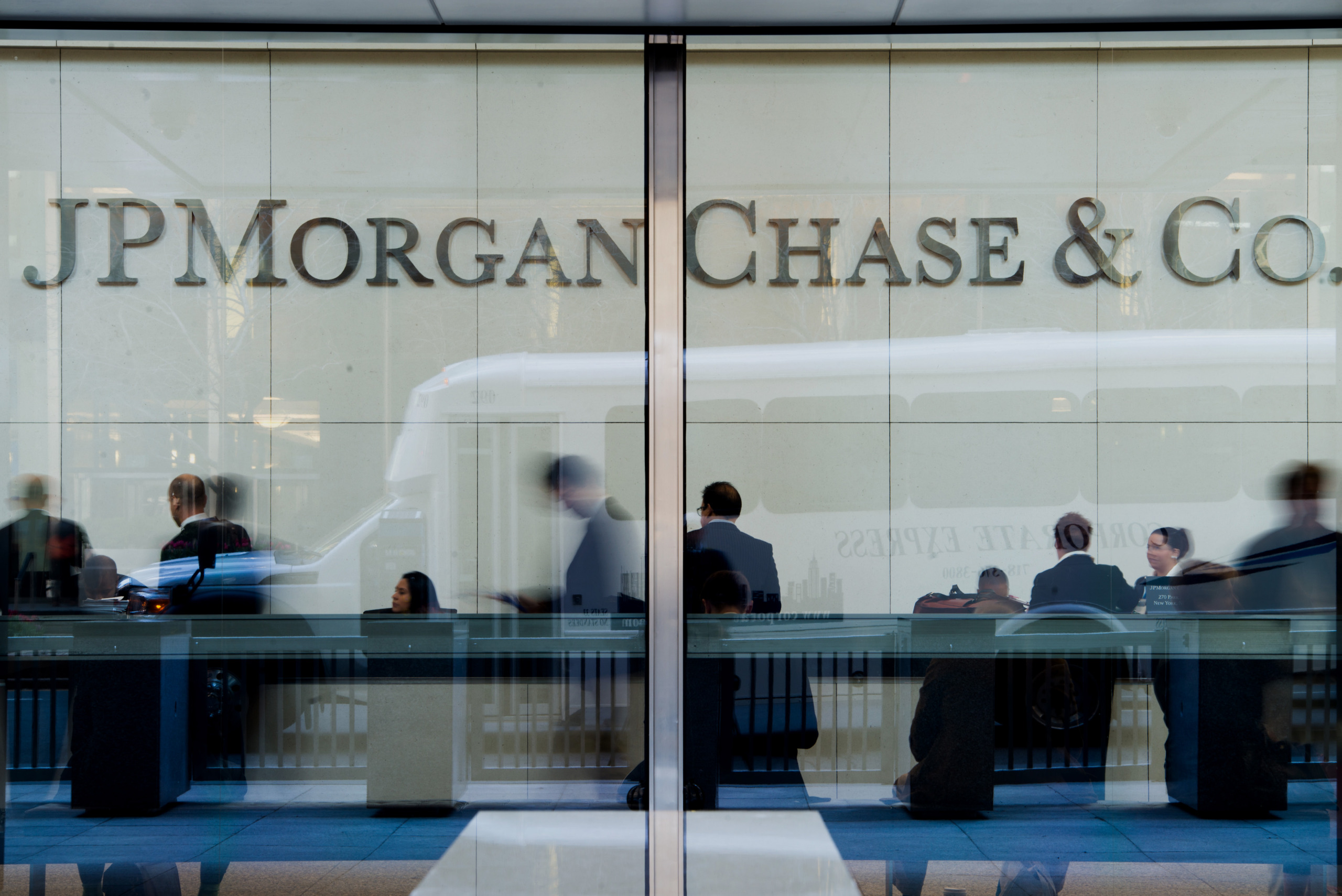 Share of Black Employees at JPMorgan Falls for Sixth Straight Year ...