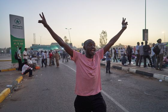 Sudan Protesters Vow Civil Disobedience to Pressure Ruling Army
