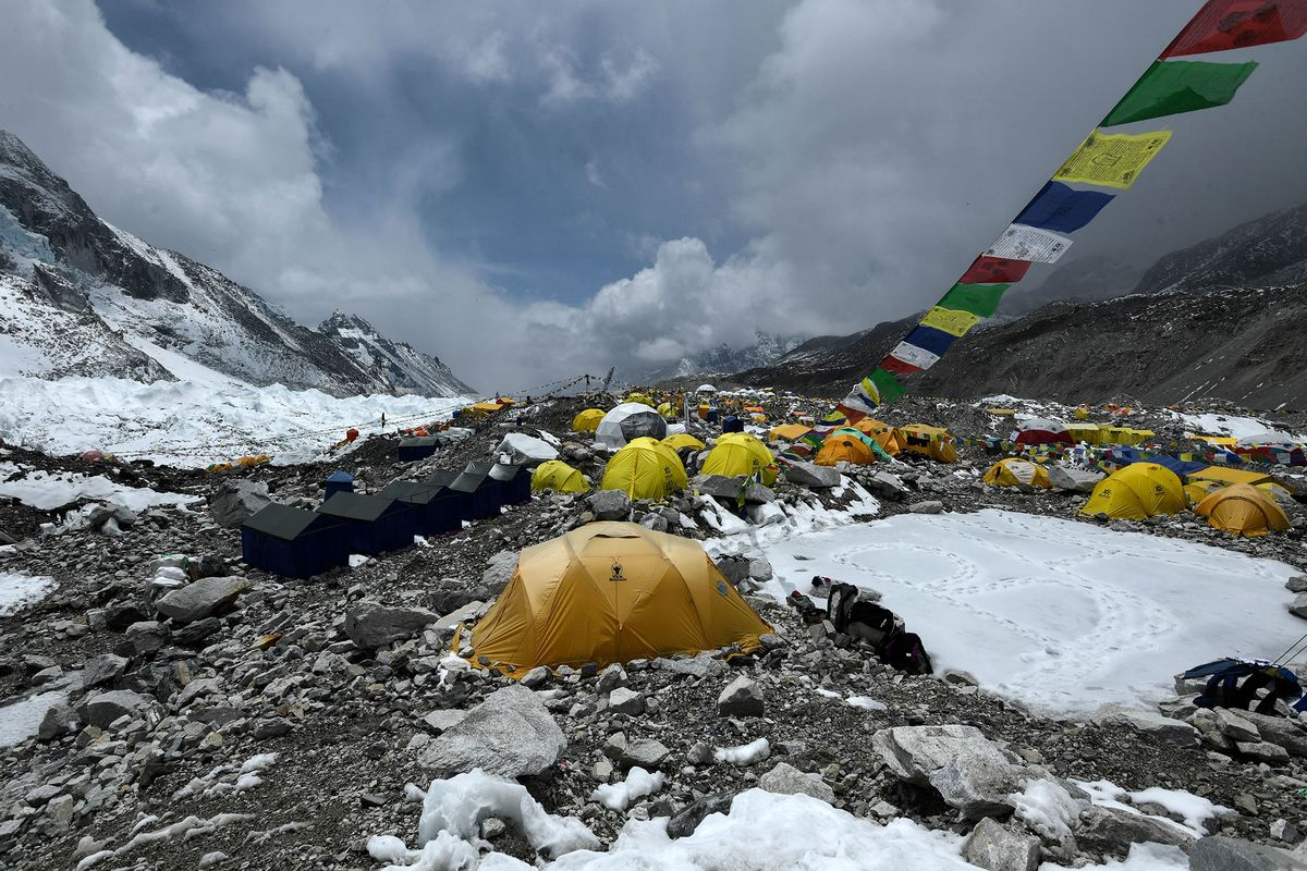 <p>U.S. Cases Halve in a Month; Outbreak Hits Everest: Virus Update thumbnail