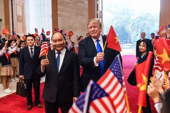 Trump and Kim Shake Hands Before Dinner: Hanoi Summit Update
