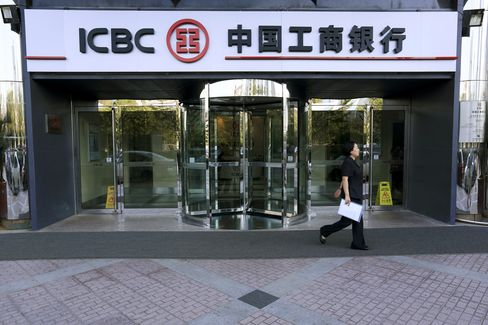 ICBC May Buy 60% Stake of Standard Bank Trading Unit