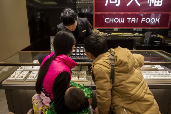 World's Second Largest Jewelerto Shut Down About a Fifth of Its Hong Kong Stores