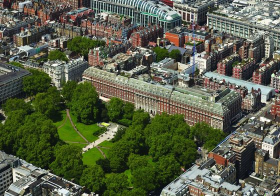 London Trophy Apartment Sells for $24 Million After 26% Discount