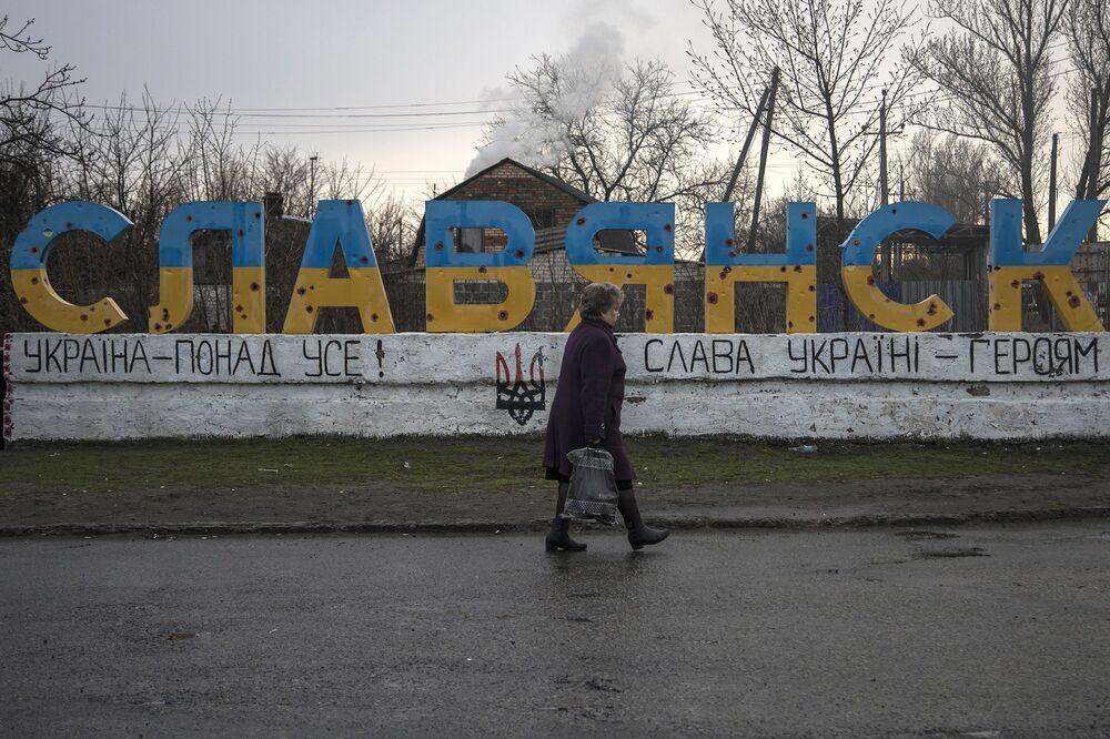 Putin Considers Passports for Ukrainian Rebels, Fueling Tensions